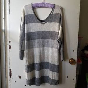 Grey-Beige Sweater with V-Neck and Back Size 1X